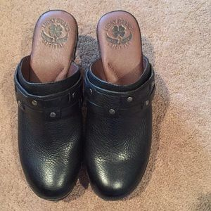 NWT Lucky Brand Studded Leather Platform Clogs